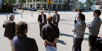 Gemeindepräsident Elmar Metzger und René Bruderer, Geschäftsleiter Bau und Infrastruktur, stellten der «Flux»-Jury das Konzept des Verkehrsknotens Flawil vor.