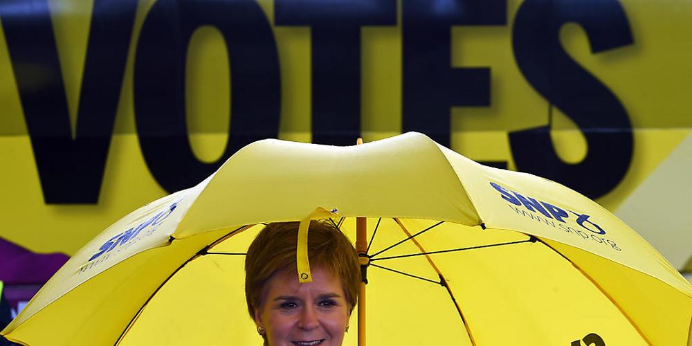 dpatopbilder - Nicola Sturgeon, Erste Ministerin von Schottland und Vorsitzende der Schottischen Nationalpartei (SNP), macht Wahlkampf für die schottischen Parlamentswahlen. Foto: Andy Buchanan/PA Wire/dpa
