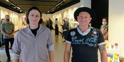 Entführen die Besuchenden mit ihren Werken in neue Welten: Simon Gehrig (links) und Stanko Stefanovic.