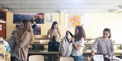 Die Schülerinnen und Schüler im Kanton Glarus werden weiter dazu angehalten, die Hygiene- und Schutzmassnahmen einzuhalten.