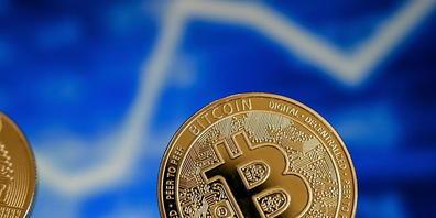 Die Digitalwährung Bitcoin ist wieder auf dem Weg nach oben. (Archivbild)