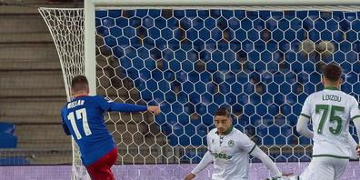 Hier erzielt Liam Millar (links) das 1:0 für den FC Basel