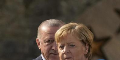 Recep Tayyip Erdogan (l), Staatspräsident der Türkei empfängt Bundeskanzlerin Angela Merkel (CDU) am Präsidentenpalast Huber Villa in Istanbul. Foto: Francisco Seco/AP/dpa