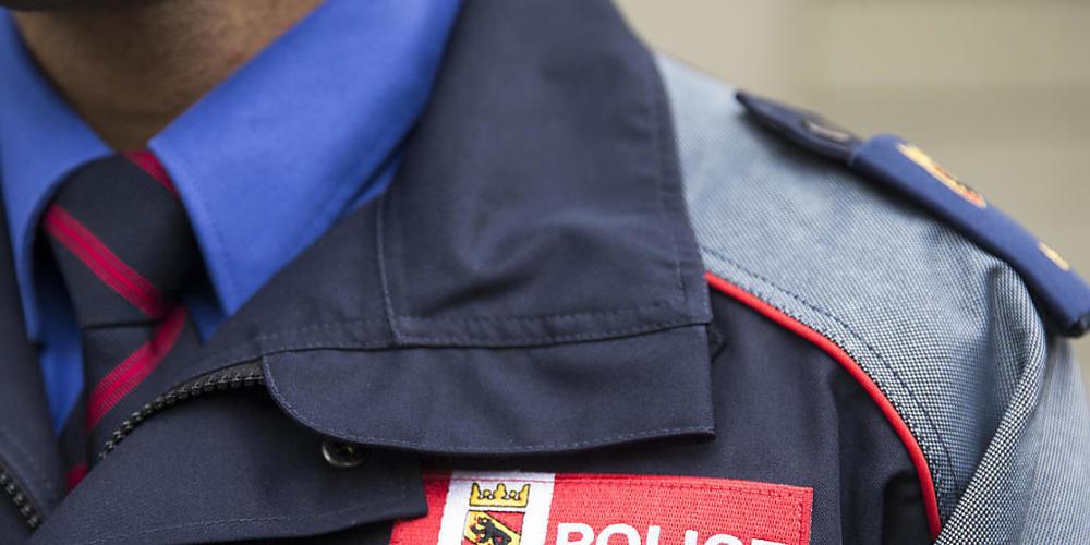 Nach Angaben der Kantonspolizei Bern ist ein Velofahrer in Biel bei einer Kollision mit einem Auto gestorben. (Symbolbild)