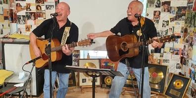 Die bewährten Fürer Jo und Deus präsentierten sich musikalisch.