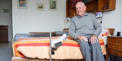 Praktische Erfindung für ältere Herren: «Das Wasserlösen geht sogar im Dunkeln, wenn das Urinoir neben dem Bett in passender Höhe bereitsteht», sagt René Magnani.