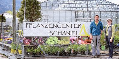 Norbert und Pia Schaniel zeigen in ihrem Center auf, wie man  recht simpel zu einem grünen Daumen kommt.