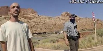 ARCHIV - Dieses Archivfoto vom 12. August 2021 aus einem von der Polizei von Moab, Utah, zur Verfügung gestellten Video zeigt Brian Laundrie im Gespräch mit einem Polizeibeamten. (Archivbild) Foto: Uncredited/Moab Police Department via AP/dpa - AC...