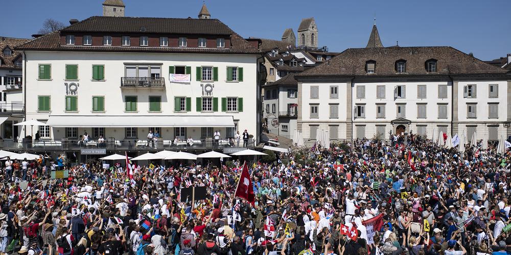 Die verweigerten Bewilligungen für die Kundgebungen der Massnahmen-Gegner beschäftigen den St.Galler Kantonsrat.