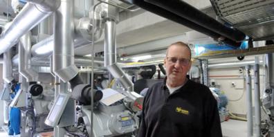 Markus Forster gibt einen ersten Einblick in verschiedene Bereiche der neuen Produktionsstätte im Hölzli.