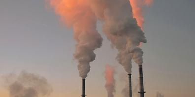 Mit dem revidierten Gesetz wollen Bundesrat und Kantone den Schweizer CO₂-Ausstoss senken. (Symbolbild)