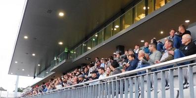 """Ein grosser Teil der 713 """"Aktionäre"""" nahm an der GV 2021 im Stadion Bergholz teil."""