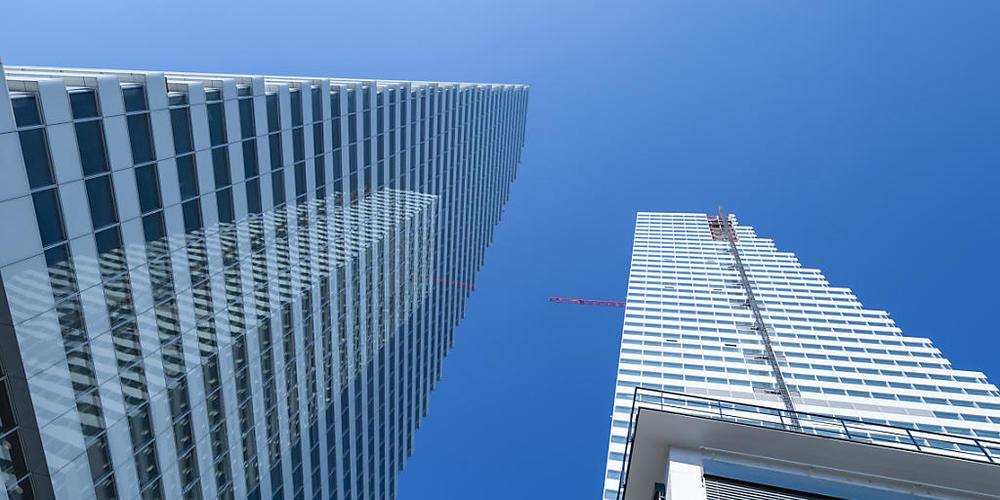 Die beiden höchsten Bauten der Schweiz stehen auf dem Roche-Hauptsitzareal in Basel.