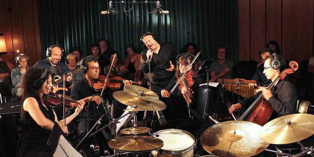 Mario Borrelli und Saki Hatzigeorgiou sowie ein betörendes Streichquartett beim Song «Specchiati»