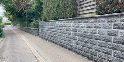 Die Mauer im Wiler Ulrich-Hilberweg.