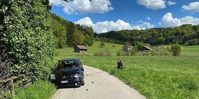 Bei einer Kollision mit einem Auto sind ein 15-jähriger  Motorradlenker und sein gleichaltriger Mitfahrer in Dussnang TG verletzt worden. Der Töff war gestohlen.