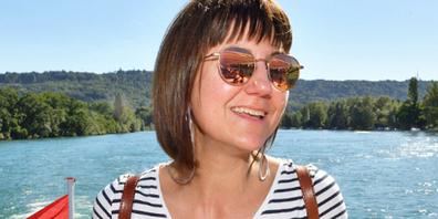 Andrea Imthurn bei ihrer Lieblingsbeschäftigung: In der Sonne sitzen und ein Bier trinken. Sie ist in der Region Schaffhausen aufgewachsen und immer wieder zurückgekommen.