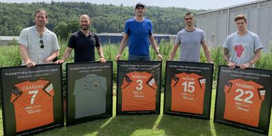 Gabor Csaszar, Aljosa Udovc, Angel Montoro, Zarko Sesum und Sebastian Frimmel (v. l.) wurden von den Kadetten Schaffhausen verabschiedet.