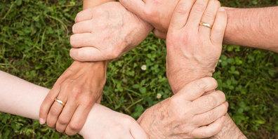 Fischenthal unterstützt eine gezielte Jugend- und Altersarbeit in der Gemeinde (Symbolbild)
