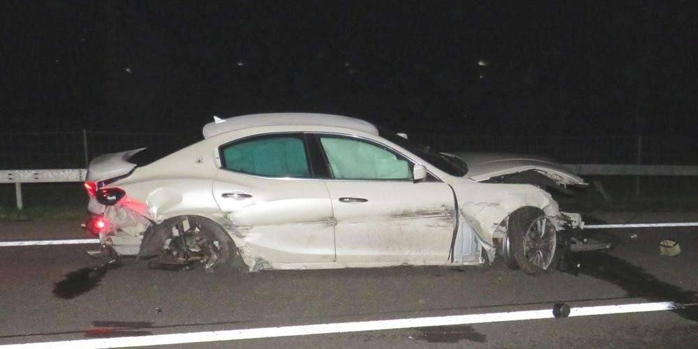 Der Maserati war nach der Kollision mit den Leitplanken total beschädigt.