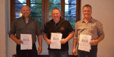 Die Gewinner des diesjährigen Milchqualitäts-Wettbewerbs: Stephan Rüegg aus Bauma, Manfred Baumann aus Mühlrüti und Joël Fenner aus Ottikon ZH (v.l.n.r.)