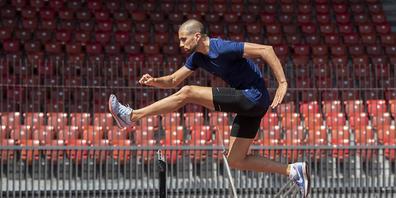 Neun Monate lang muss Karim Hussein wegen seiner Dopingsperre alleine über die Hürden