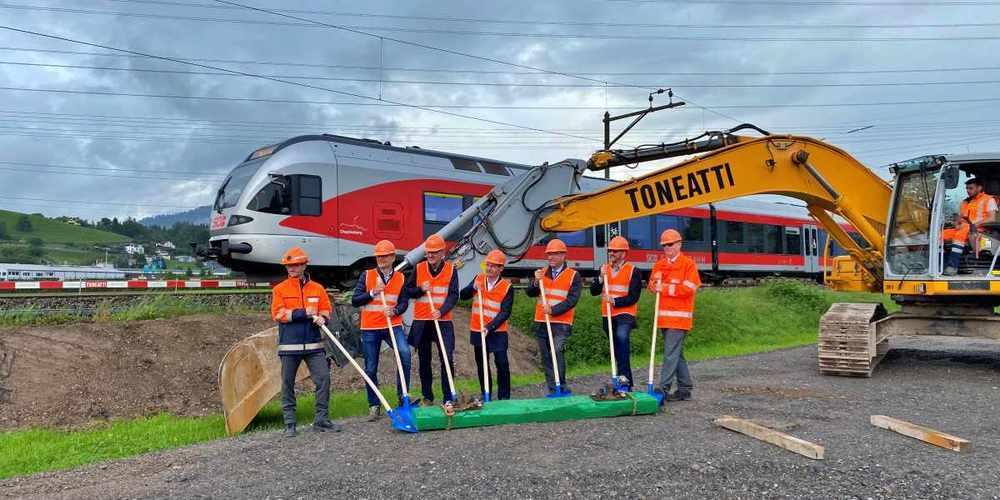 Die Verantwortlichen zeigen sich erfreut über den Start der Bauarbeiten.