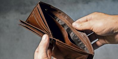 Häufig sind es Arztrechnungen, welche von den betroffenen Personen nicht direkt bezahlt werden können, da das Einkommen dafür nicht reicht.
