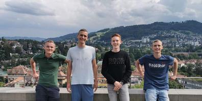 Die Schweizer Wissenschafts-Olympioniken im Fach Wirtschaft, die allesamt eine Medaille erhielten:  Mateusz Gugala, Michael Carnogursky, Philipp Burkhardt  und Martin Carnogursky (Pressebild).