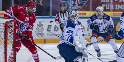 Hartnäckig zum Sieg: Andrew Rowe (links) schoss für Rapperswil-Jona gegen die ZSC Lions den entscheidenden Treffer