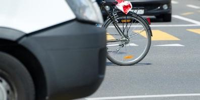 Velos im Strassenverkehr - das ist mit Gefahren verbunden. Insbesondere bei Kindern, weil sie nicht immer genügend aufmerksam sind.