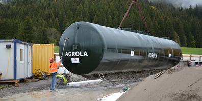Vor dem versenken musste der neue Tank noch abgefunkt werden.