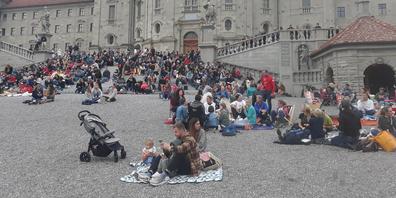 Laut Polizeiangaben nahmen 500 Personen an der Anti-Corona-Massnahmen-Demo vom Freitagabend in Einsiedeln teil.