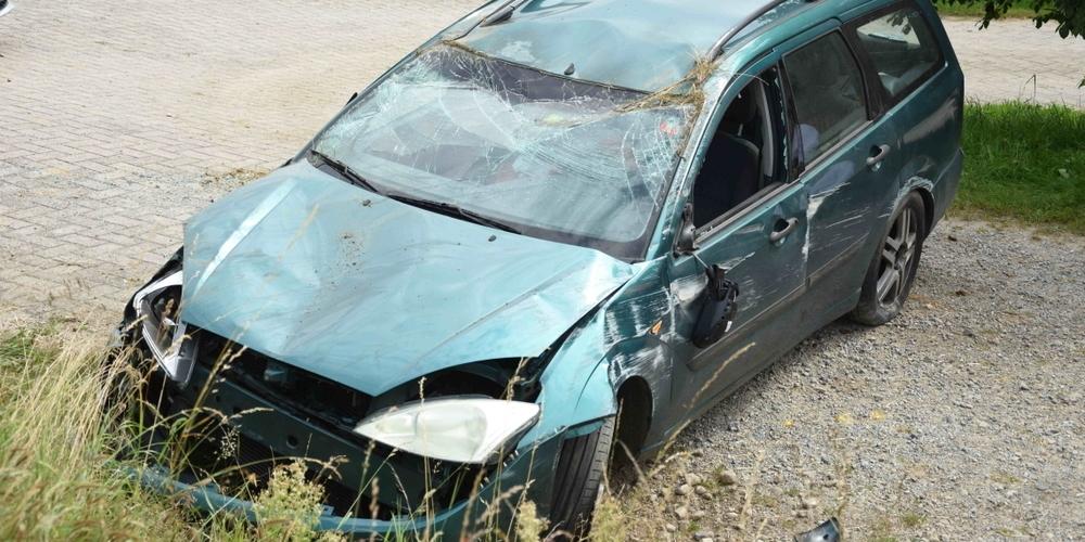 Ein 83-jähriger Autofahrer wurde dabei leicht verletzt.