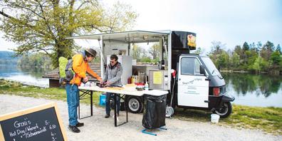 Madlen Müller über den Standort von Grosi's Food Wägeli direkt am Rhein in Rüdlingen: «Ich habe den schönsten Arbeitsplatz auf der ganzen Welt.»