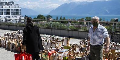 Im Kanton St.Gallen ist das Programm für die Corona-Nothilfe gestartet. Vor allem in der Westschweiz wurden im letzten Jahr Lebensmittel an Bedürftige verteilt, die wegen der Pandemie in Not geraten sind. (Symbolbild)