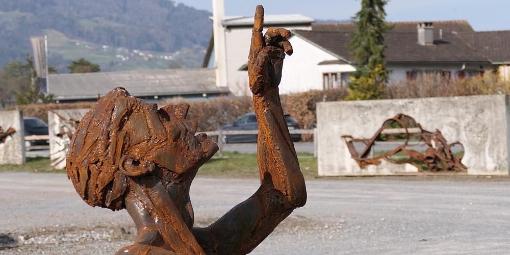 Auf der Allmend in Altstätten sind ab Samstagabend spektakuläre Skulpturen Rheintaler Künstler mit dem Auto in einem Drive-In zu  «erfahren»