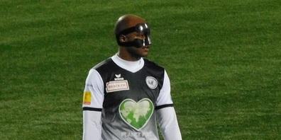 Keine Angst, ist nur Silvio. Er spielte am 5. März mit Nasenschutz.