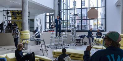 Das Haus für Gegenwartskunst des Kunstmuseums Basel richtet sich für Joseph Beuys als Happening-Baustelle ein.
