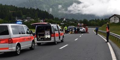 Bei dem Unfall auf der Maljoastrassen kam am Dienstagabend ein Mann ums Leben. Vier weitere Menschen wurden teils mittelschwer verletzt.