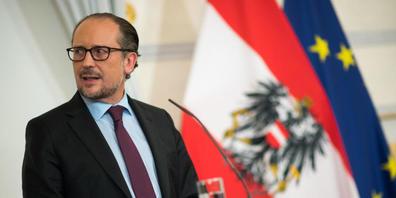 Alexander Schallenberg (ÖVP), Bundeskanzler von Österreich, spricht auf einer Pressekonferenz. Foto: Michael Gruber/APA/dpa