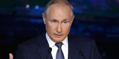ARCHIV - Wladimir Putin, Präsident von Russland, gestikuliert bei seiner Rede während einer Plenarsitzung auf dem Östlichen Wirtschaftsforum (03.09.2021). Putin wirbt für eine weitere internationale Geberkonferenz für Afghanistan. Foto: Alexander ...