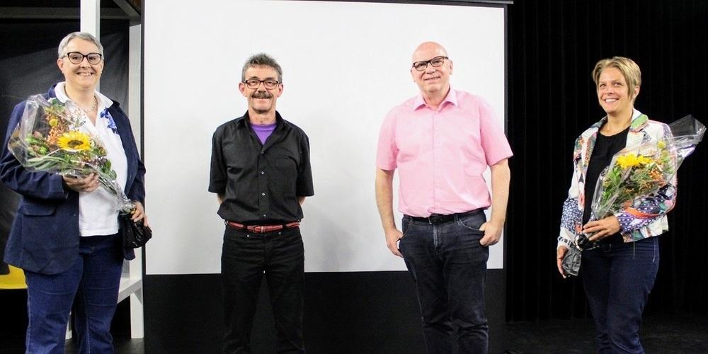 Der scheidende Verbandspräsident Ruedi Blumer und sein Nachfolger Pablo Blöchlinger, umrahmt von den beiden neugewählten Vorstandsmitgliedern Antonia Merz und Yvonne Hutzli.