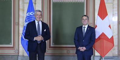 Uno-Flüchtlingshochkommissar Filippo Grandi (links) beim Treffen mit Aussenminister Ignazio Cassis am Donnerstag in Bern.