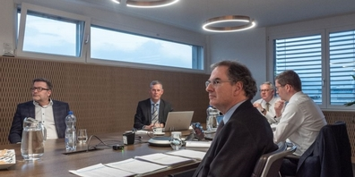 Die GV-Teilnehmer (v.l. im Uhrzeigersinn): Linus Furrer, Revisionsstelle OBT Rapperswil; Ernst Uhler, CEO EZL; Hansruedi Müller, VRP EZL; Markus Näf, CFO EZL und Dr. Stefan Müller, unabhängiger Stimmrechtsvertreter.