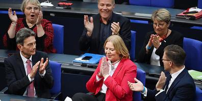 Bärbel Bas freut sich über ihre Wahl zur Bundestagspräsidentin. Foto: Britta Pedersen/dpa