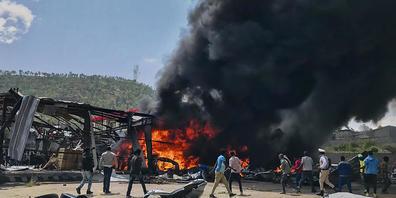 Die äthiopische Armee hatte am Mittwoch (20.10.2021) einen weiteren Luftangriff auf die Hauptstadt der Krisenregion Tigray geflogen. Foto: ---/UGC/AP/dpa