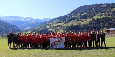 Aufgestellte Juniorenmannschaft des FC Münsterlingen im Trainingslager.