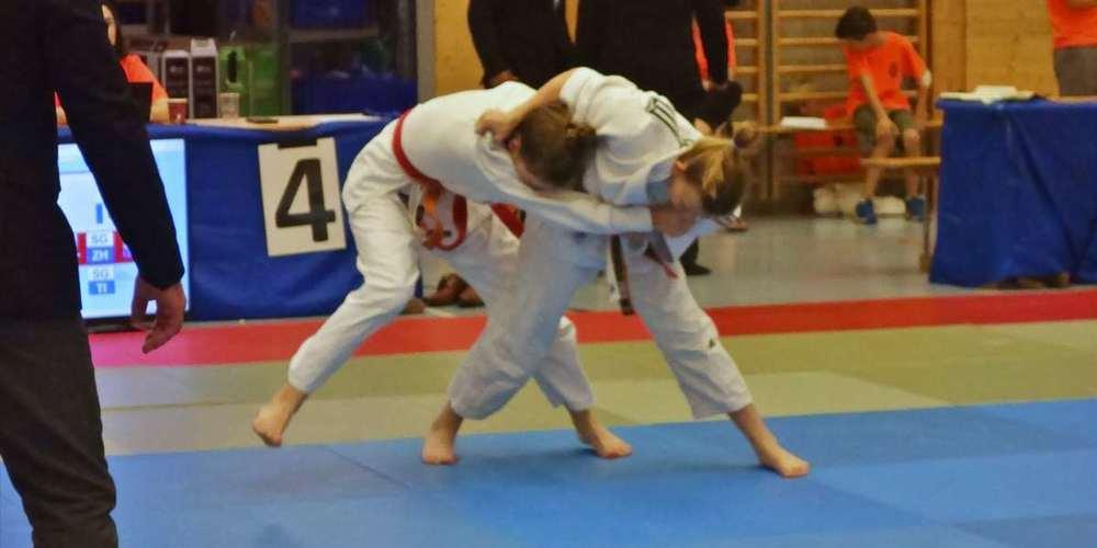 Enya Kühne dominierte am nationalen Judoturnier in Weinfelden.