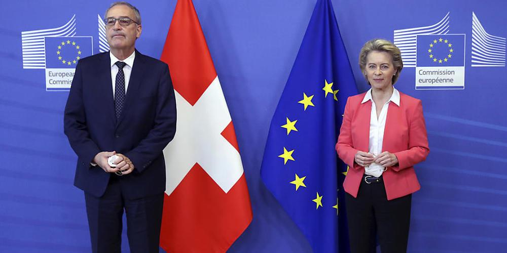 Eine Mehrheit der Schweizer Bevölkerung lehnt laut einer Tamedia-Umfrage das Rahmenabkommen mit der EU ab. Das Volk stützt damit den Entscheid des Bundesrates. Im Bild Bundespräsident Guy Parmelin nach seinem Treffen mit der EU-Kommissionspräsiden...